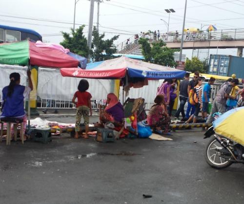 Philippines poor roadside living people